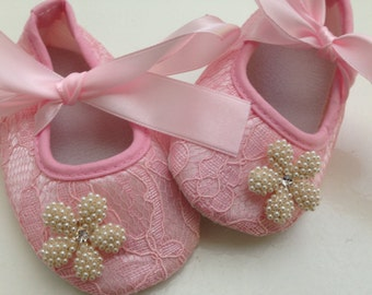 Pink lace baby shoes, pink rhinestone crib shoes, first walker lace shoes, newborn pink shoes, princess shoes