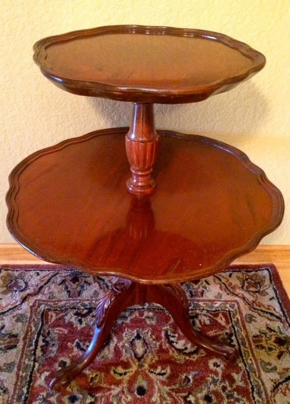 Beautiful Mersman 2 Tier Rich Mahogany Side Parlor End Pie