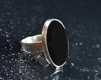 Sterling Silver Ring With Black Agate Stone.