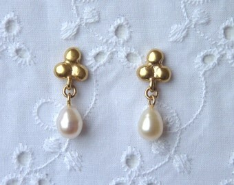 Pearl Stud Earrings - 18k Gold Earring