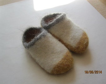 Felted clogs. house shoes, warm 100 % Icelandic pure wool. Made to order