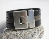 Cuff man in black leather and taupe magnetic metal clasp silver plated