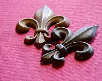M100 Antique Ormolu Pressed Bronze Fleur de Lis Medallion 50 plus years old