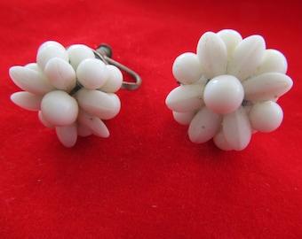 Beautiful Vintage Art Nouveau Milk White Glass Beads Screw Back Earrings 350