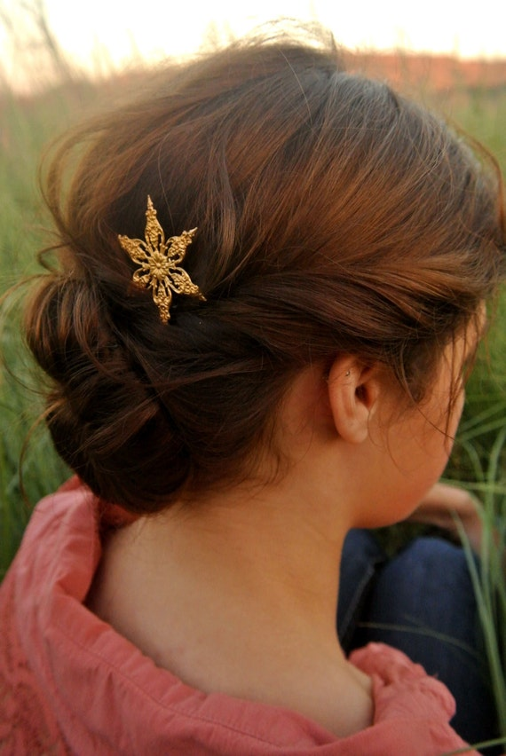 Fancy Ornate Gold Star Snowflake  Hair Pin Bobby por luxebuffalo