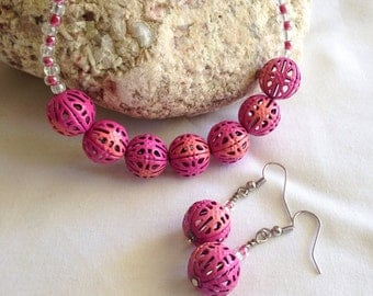 Pink beaded necklace and earring set, pink earring set, pink bead necklace, beaded necklace set
