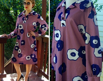 MOD Maroon 1960's 70's Vintage Abstract Daisy Print Shift Dress with Long Sleeves // size Med Large // by HENRY LEE