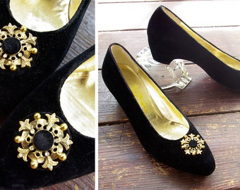 REGENCY 1960's Vintage Italian Black Velvet + Leather Pumps / Kitten Heels / size 6.5 M // by FERRAGAMO
