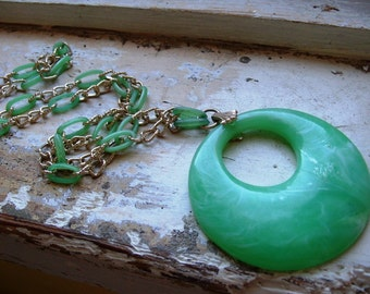 FREE SHIPPING Vintage Green Plastic and Goldtone Metal Necklace