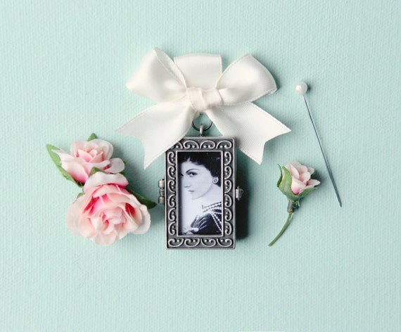 Bouquet Charm, photo frame locket, wedding photograph keepsake, bridal accessory, antiqued silver color, DIY photo locket bridal