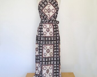 GLAMAZON // bohemian linenkeyhole slit 1970s maxi dress S / M