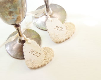 Mr and Mrs Wine Glass Charms Bride and Groom Champagne Wedding Toasting Glass Personalized Wedding Gift for Couple Rustic Clay Tags Hearts