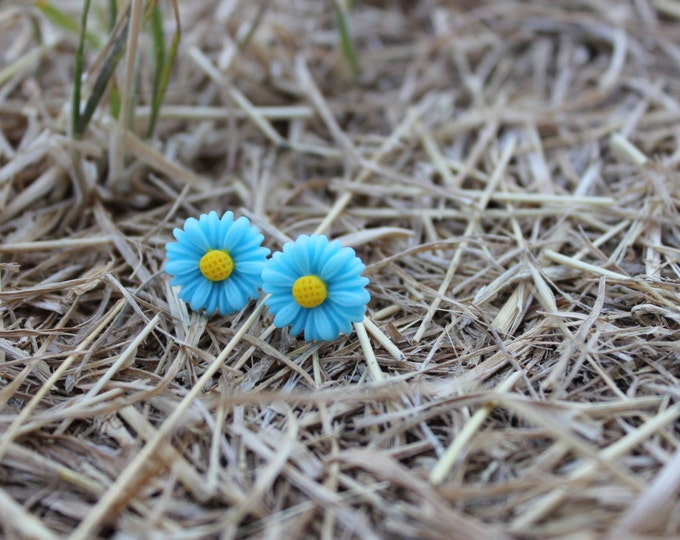Blue Daisy Stud Post Earrings.