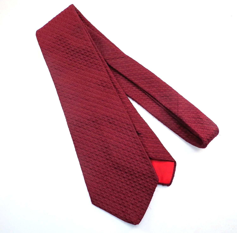 wembley raised textured maroon wide tie vintage 1970s