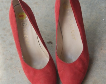 Vintage Red Suede Pin Up Pumps 7.5