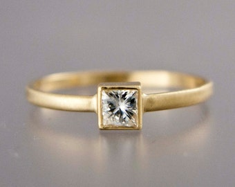 Princess Diamond Engagement Ring in solid 14k Yellow or White Gold - Square Diamond Solitaire