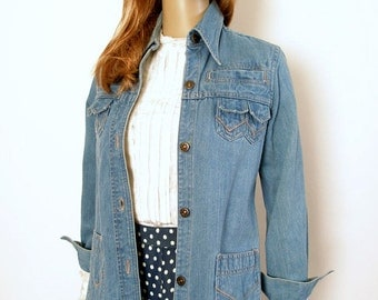 Vintage 1960s Denim Jacket Multi Pocket Soft Shirt Jacket / Small