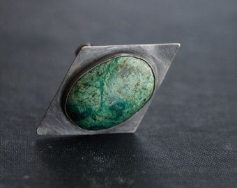Green Leopard Skin Gemstone on Sterling Silver - Geometric - Oxidized - Size 7.5