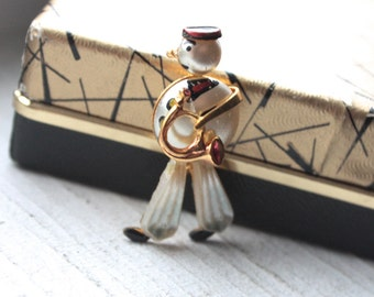Vintage 1950s Brooch // 40s 50s Hand Painted Pearl Military Bugle Player // Boogie Woogie Bugle Boy