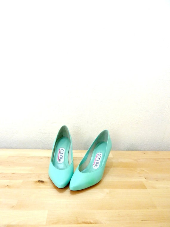 Vintage Mint Heels / 80s Pumps / Kitten Heels / by VintageEdition