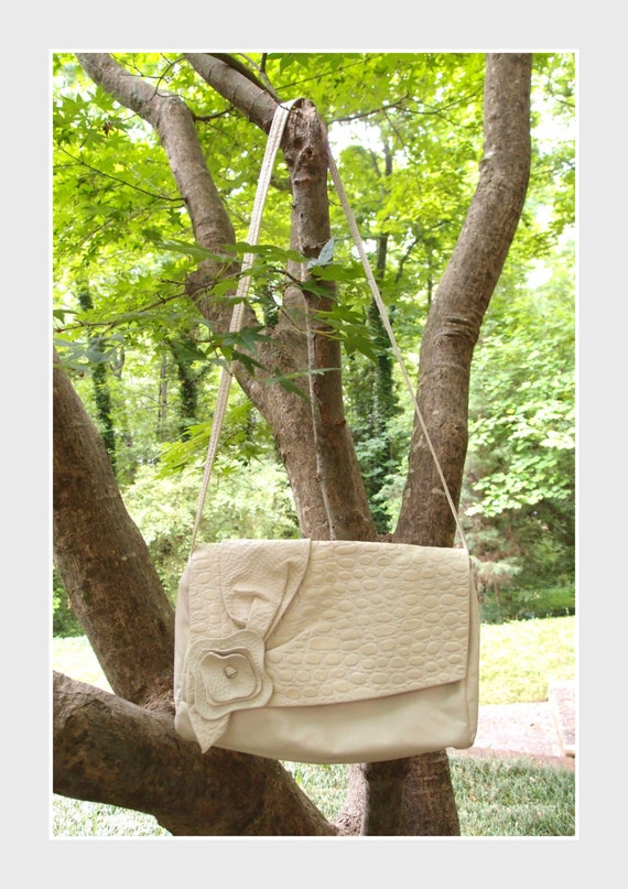 70s leather bag / Ivory croco flower Soft leather shoulder bag purse with velveteen lining