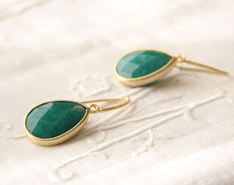 Green and  gold bezel tear drop dangle earrings - Tangiers