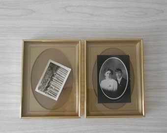 vintage brass gold oval picture frame /shadow box / standing / one frame