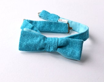 Bow tie, skinny style, turquoise colour, self tie bow tie, freestyle for men - mans bow tie ships worldwide from Bagzetoile