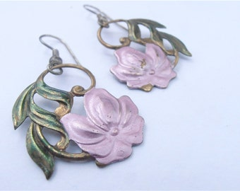 Vintage Pink Flower Leaf Dangling Earrings Mauve Floral Green Leaves Dangle Embossed Copper Earrings Villa Collezione VillaCollezione