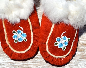 vtg Red Suede Navajo Beaded Fur Trimmed Hand Made Moccasins Children's size 1 1/2