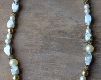 Vintage Chunky White And Gold Beaded Necklace