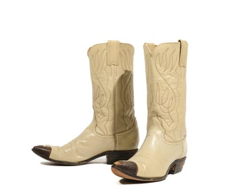 6.5 B | 1960's 1970's Vintage Justin Cowboy Boots  Cream Leather Brown Lizard Wingtips Feather Stitch Pointed Toe Western Boot