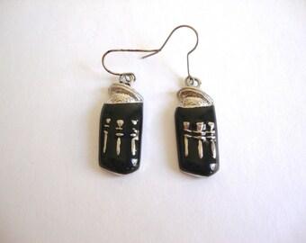 Vintage Modernist Enamel Earrings : Black Pots vintage modernist silver tone and black enamel earrings