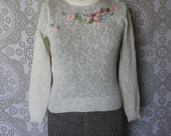 Vintage 1980's Ivory Pullover Knit Sweater with Floral Embriodery Small
