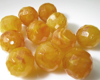 16 Vintage 14mm Faceted Faux Honey Amber Beads Bd1042