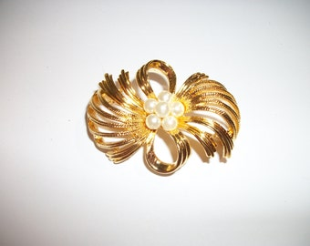 Faux Pearl Gold-tone Swirly Flower/Bow Brooch/Pin