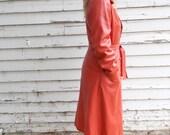 vintage orange leather trench coat - M- 70s