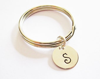 personalized keychain, initial key chain, initial key chain, minimalist keychain tiny gift for best friend, keyring initial, simple disc