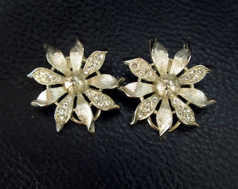 Rhinestone flower earrings, vintage floral clip-on earrings, detailed, bridal, 50s, 60s