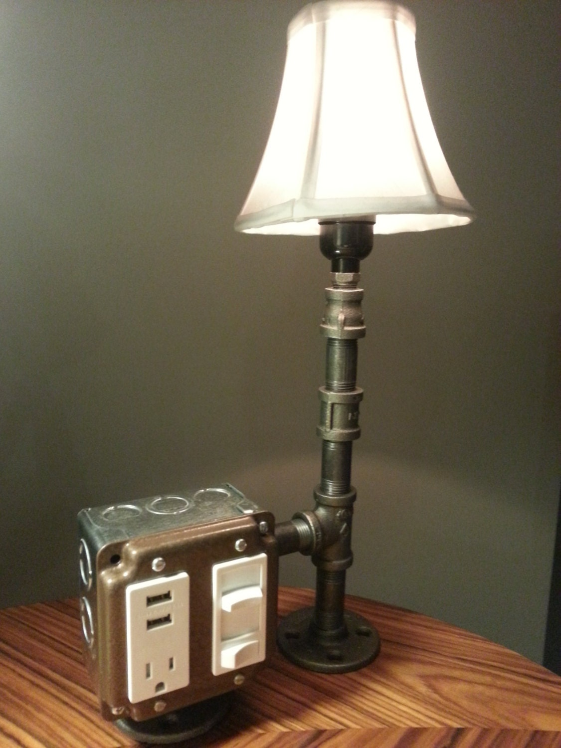 the hammered boss desk or table lamp with usb by bosslamps. Black Bedroom Furniture Sets. Home Design Ideas