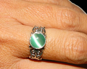 Low Profile Ring, Middle Finger Ring, Sterling Silver Ring, Ring With Green Stone