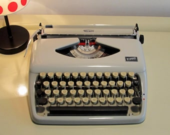 Vintage Manual Portable Typewriter Triumph Tippa with Case  Cream Color Working Typewriter