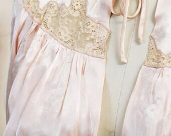 VINTAGE boudoir luxury - Soft Peach Silk BEDJACKET - Light coffee lace - Size 10-12 - Hollywood Glamour Girl