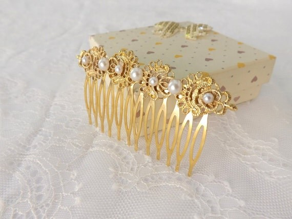 Gold bridal hair comb. Vintage inspired filigree hair comb decorated with ivory pearls. Wedding Hair Accessories.