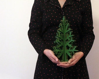 Green laser-cut recycled cardboard Christmas tree, rustic Holiday home decoration