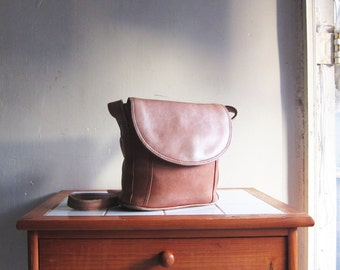 Vintage tan leather purse satchel handbag shoulder cross body hobo bag