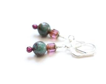 cute garnet earrings / january birthstone / small gemstone earrings / small drop earrings / garnet jewelry / garnet dangle earrings