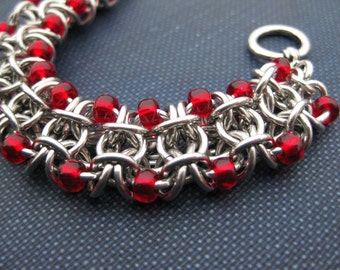 Beaded gridlock byzantine bracelet - red
