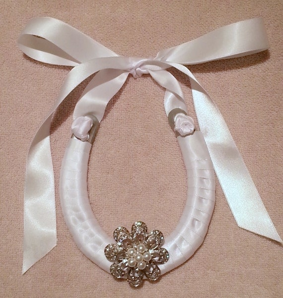 Horseshoe Wedding Gift: Items Similar To Wedding Horseshoe With Crystal Brooch