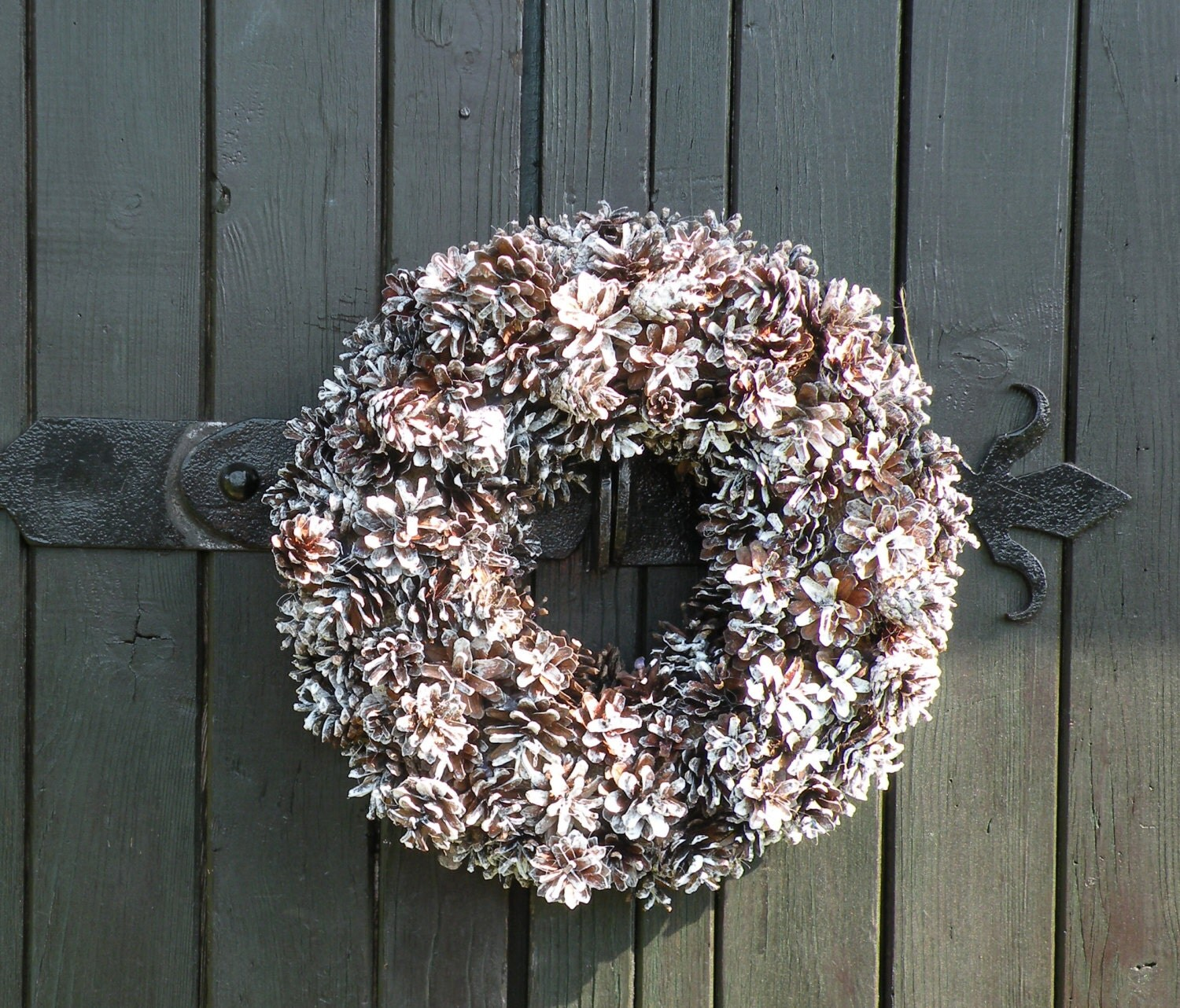 pine cone wreath blogs pictures and more on wordpress. Black Bedroom Furniture Sets. Home Design Ideas